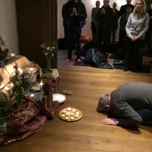 Bowing for the Buddha