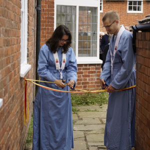 Aryanisa and Vilasamuni cutting the ribbon
